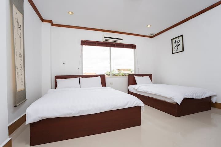 Pacific Vientiane Hotel Triple beds room