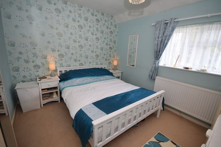 Clean room in Redhill. - Redhill - House