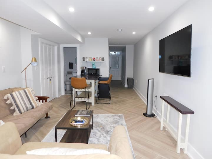 DC Rowhome Apartment w/ Private Entrance