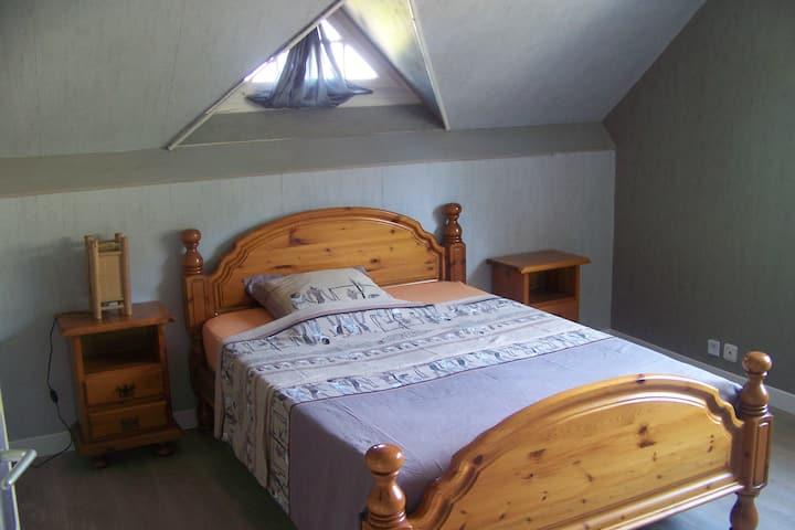 Chambre dans village champenois à 10 min de Reims