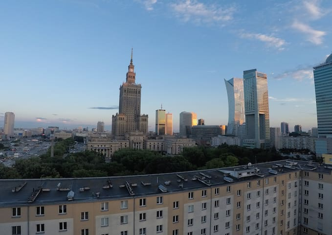 Sun-lit studio apartment in downtown Warsaw