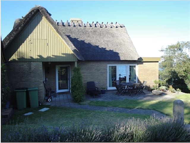 Thatched Roof Cabin & Private Beach - Aabenraa - Cabana