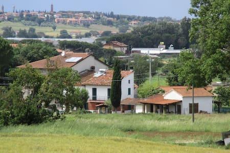Fijn familiehuis midden tussen de Italianen - Macchie - กระท่อม