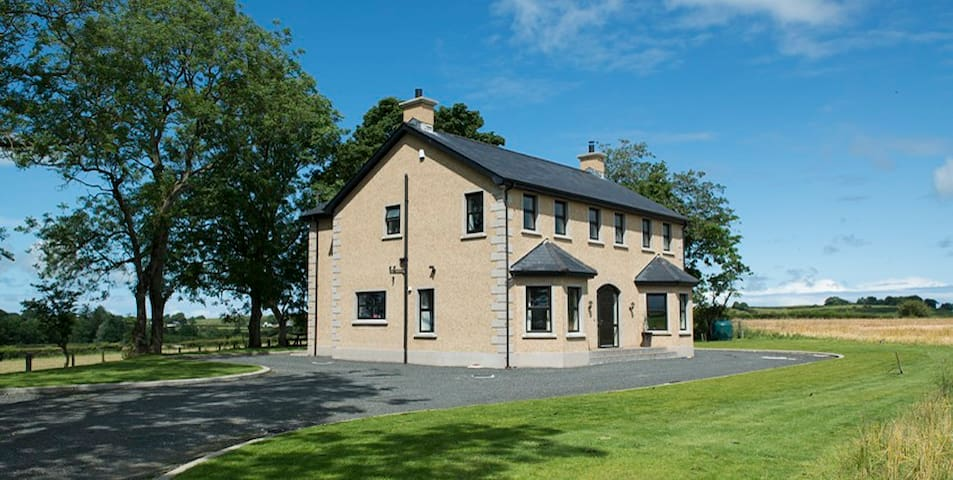Knocknahinch, Giants Causeway - Ballymoney - House
