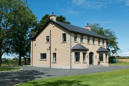 Knocknahinch, Giants Causeway - Ballymoney - House
