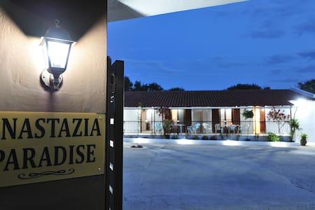 Anastazia Paradise one