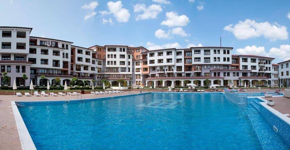 Harmony Hill's Family Resort Cozy Apartment