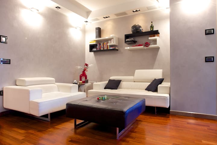Jewel in the heart of the city - Parma - Apartment
