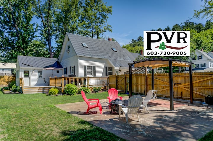 3BR in N.Conway Village-WALK TO DOWNTOWN! Large Fenced in Yard, Deck w/ Grill - 22 Oak Street