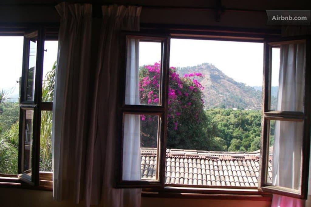 Aire puro entra por las ventanas
