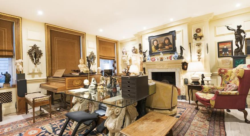 Collector's pad in the heart of Covent Garden