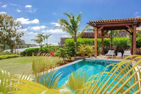 Azuri 5BR private villa in Roches Noires