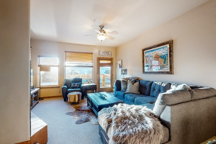 Family-friendly ski condo w/ a private hot tub, free WiFi, & a gas fireplace