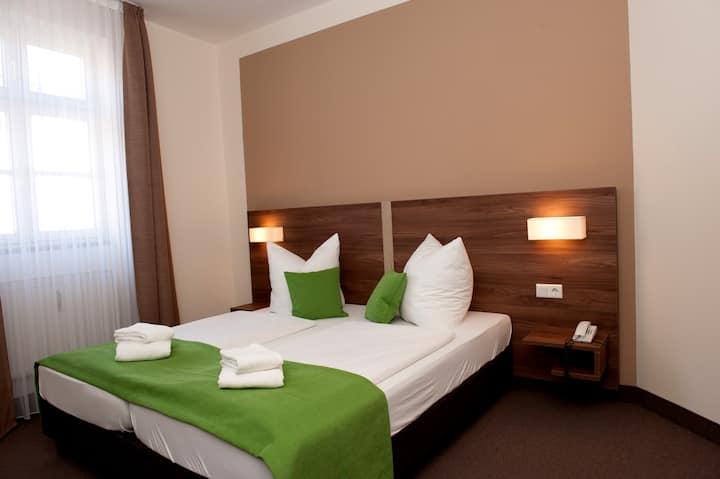 """Hotel Adler (Eichstätt), Doppelzimmer """"Standard"""" mit kostenfreiem WLAN mitten in der Altstadt"""