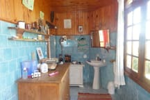 Salle de bain du haut avec toilette + baignoire