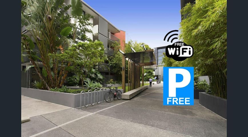 Jungle in the City, South Brisbane Best Apartment