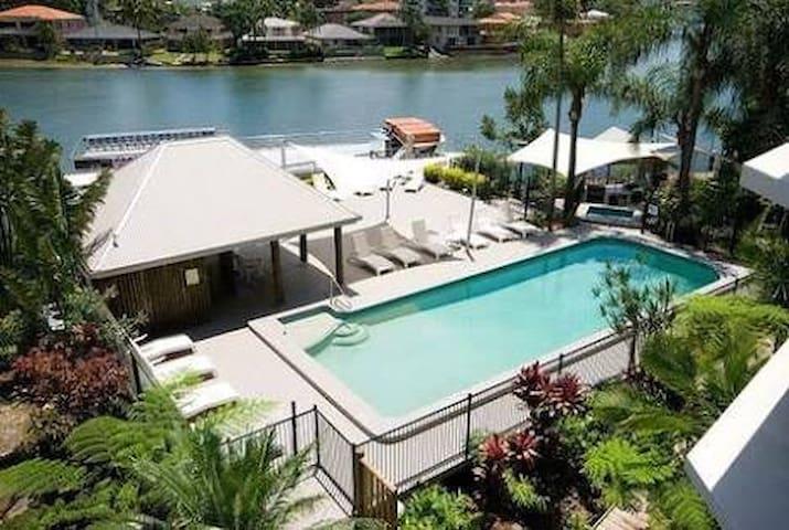 Riverside, Ocean view Condo - Surfers Paradise - Apto. en complejo residencial