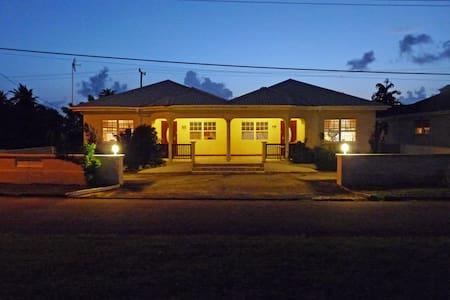 Mango House near Heywoods Beach!   - Speightstown - Huvila