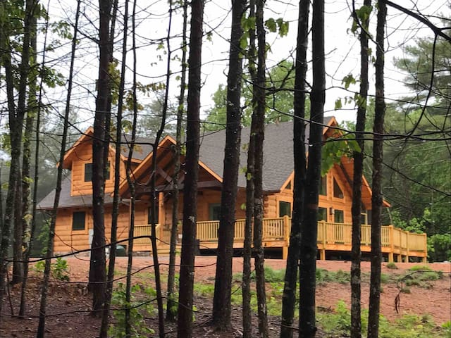 Log home B&B get-a-way with hot tub