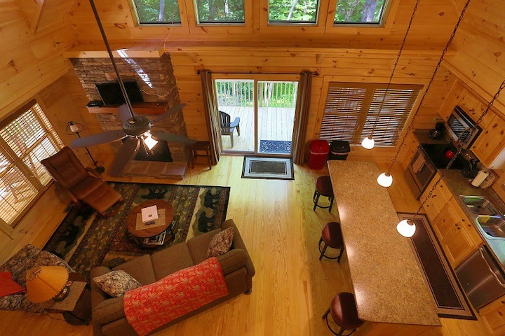 Luxury Log Cabin~Private~Hot Tub~Firepit~King
