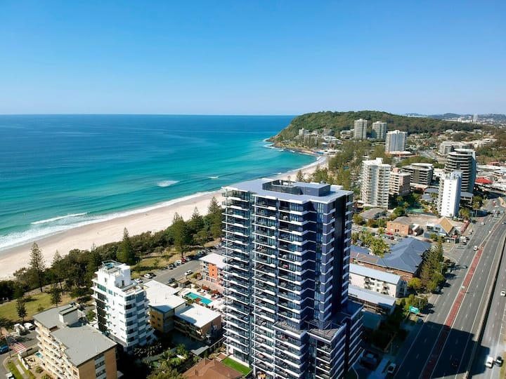 Prime Location Burleigh Apartment with Views