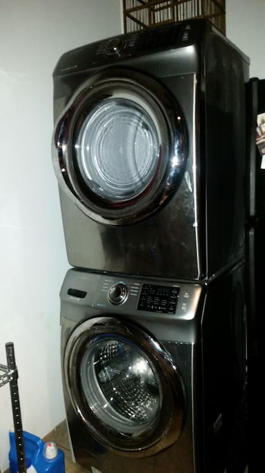 Washer/Dryer Available