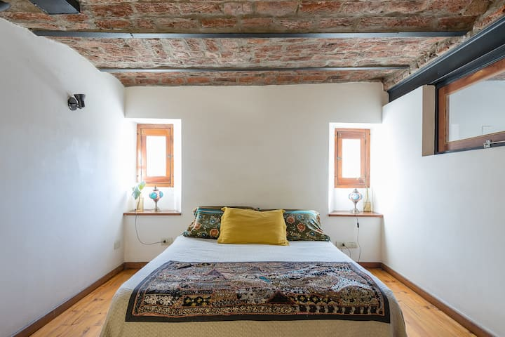Spacious Loft with balcony in San Telmo
