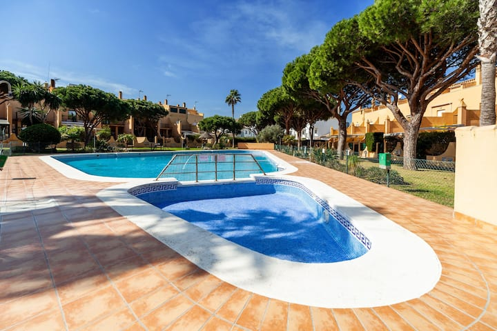 Holiday Home with Pool, Garden, Terrace, Balcony and Wi-Fi; One Pet Allowed