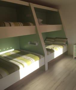 Bunk room in cottage! - Makenny