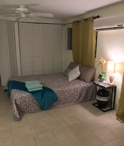 Private Room in Key West with its own entrance - Cayo Hueso
