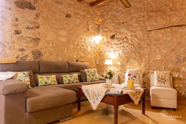 Ca sa Padrina. Stylish house with private pool.