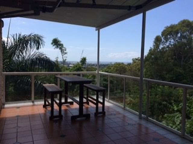 Buderim Home, Own Room, View & Pool - バダリム - 一軒家