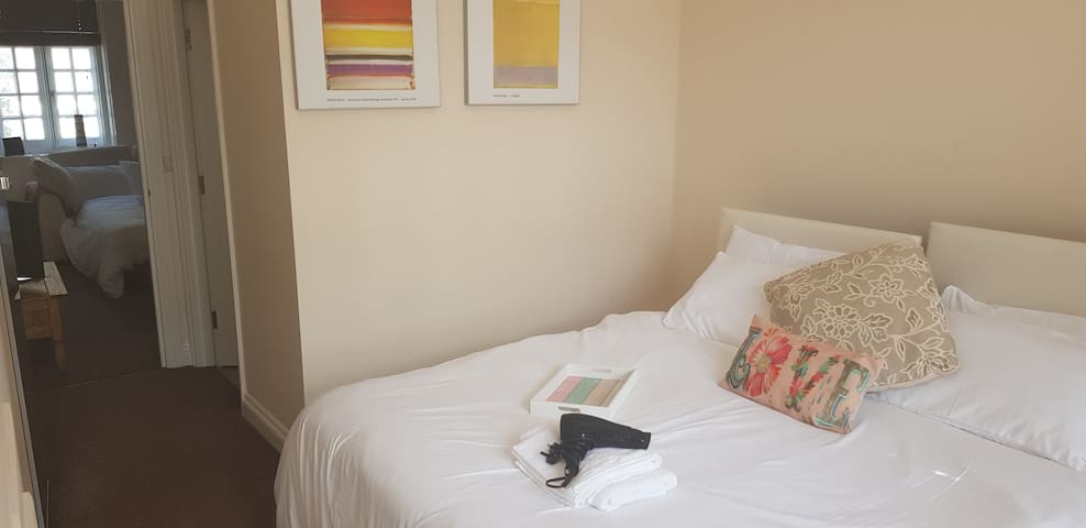Perfect Zone 1 Victoria location. Stylish flat