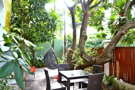 Garden-view room with private Pool. Close to Golf - ホーチミン市 - 別荘