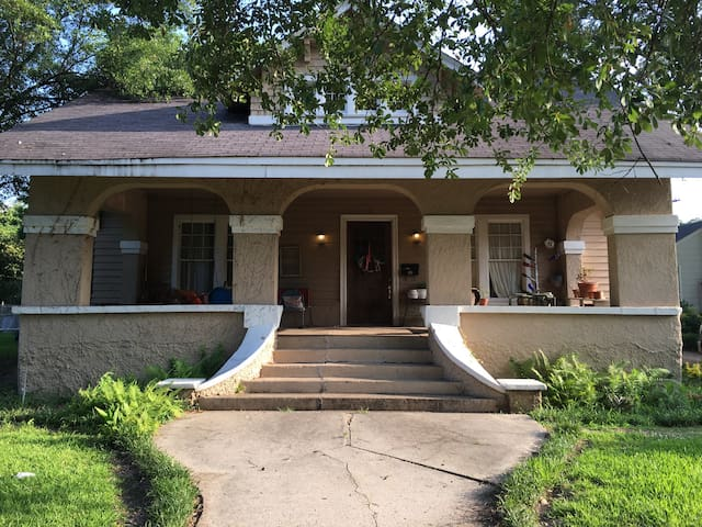 Charming 3BR & walk to downtown. - Clarksdale - Casa