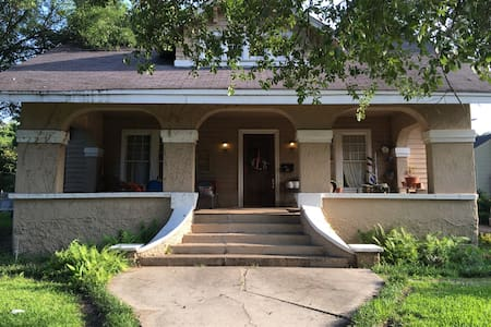Charming 3BR & walk to downtown. - Clarksdale - House