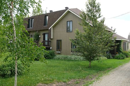 Superbe demeure située sur domaine agricole
