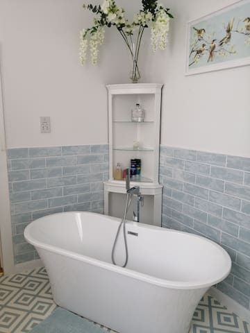 Large twin/super king room with ensuite