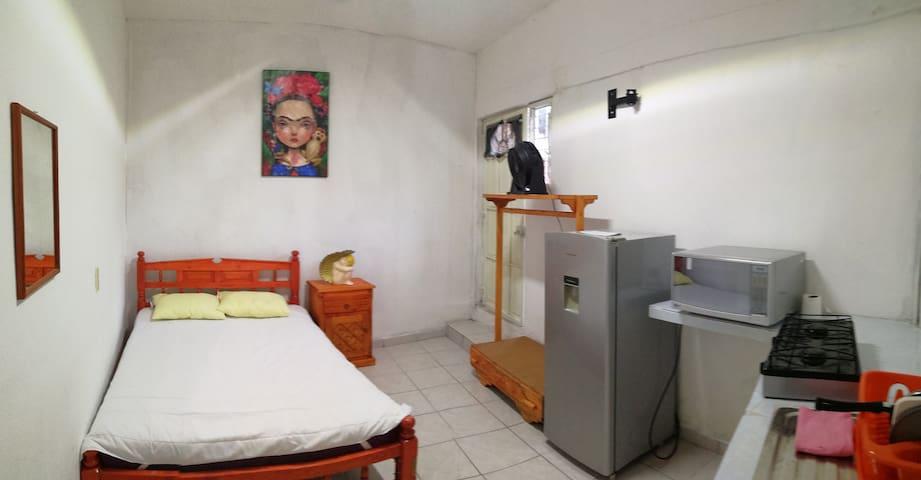habitacion independiente segura  y tranquila