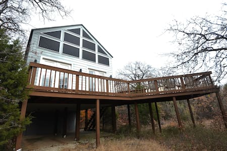 Wooded Southwestern Getaway - Flower Mound