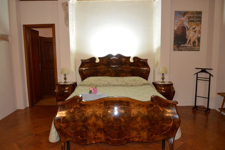 APARTMENT IN THE HISTORICAL CENTER OF MANTUA