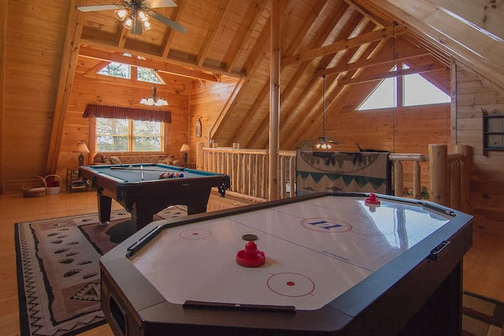 Heavely Views,Arcade,WIFI,Mini-Golf,2 Pools,HotTub