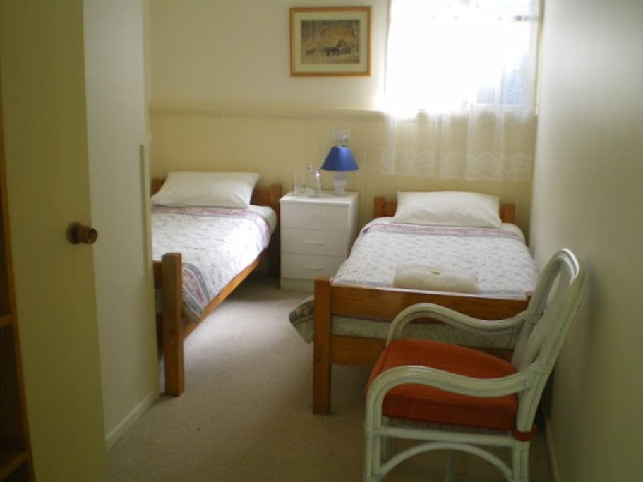 Friendly and comfortable twin bedroom with ensuite that opens onto a sheltered verandah