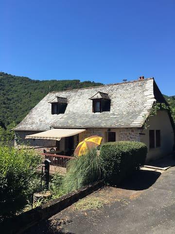 Maison de campagne au calme dans le Nord Aveyron