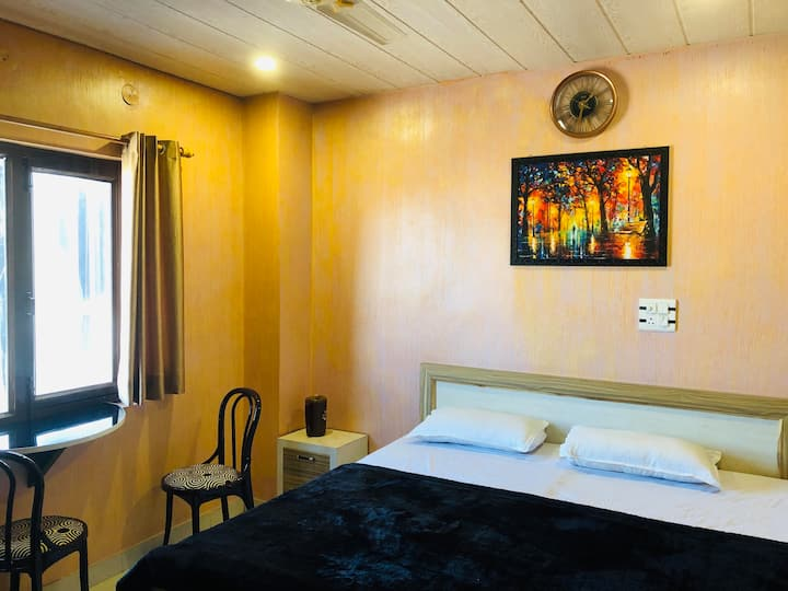 Nomads House:Bunkstay Hotel and Cafe