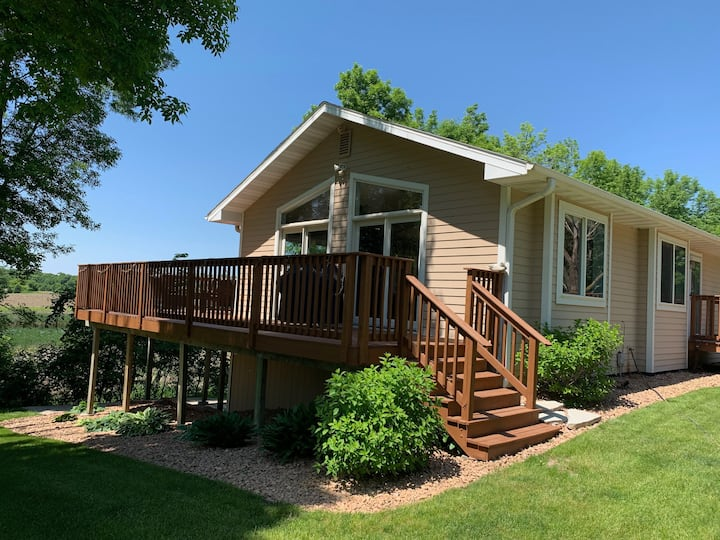 Great Cabin-like 15 Acres-Couples&Groups, dogs ok