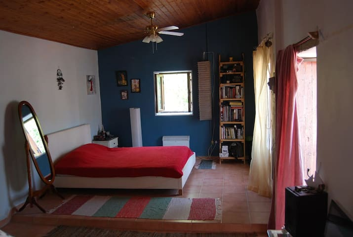 Bedroom for couple in a tradition house near sea - Limasol