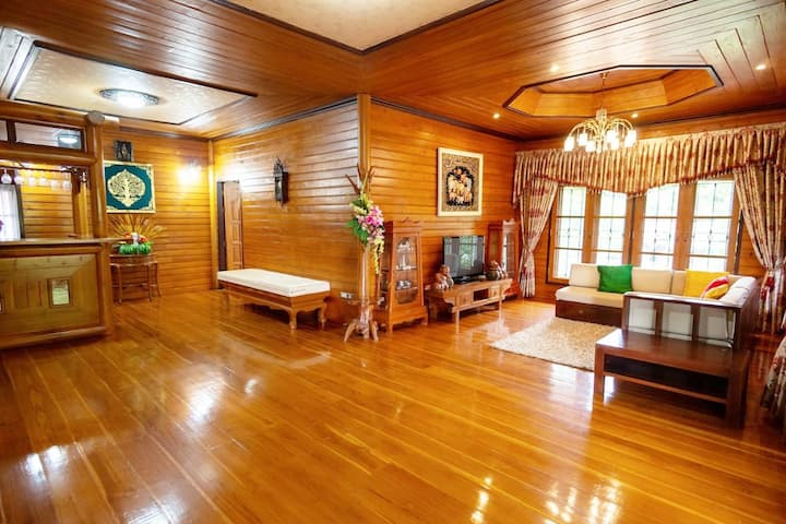 Luxury Pool villa Lanna Near Central festival