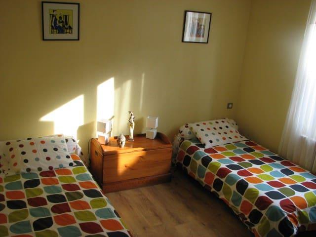 chambre 1 : 2 lits de 90x190 ,ensoleillé.