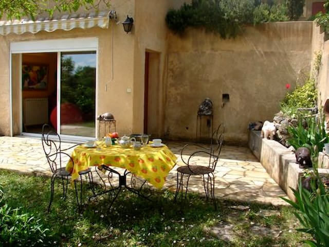 Apt for 2, Luberon, swimming pool - Vaugines - Daire